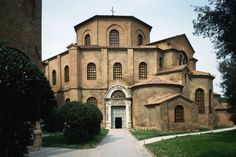 Byzantine Buildings and Early Christian Churches You are in the right place about Architectural Style timeline Here we offer you the most beautiful pictures about the Architectural Style residential… Architecture Byzantine, Historical Architecture, Architecture Details, Romanesque Architecture, Roman Architecture, Residential Architecture, Early Christian, Christian Church, Fernando Hernandez