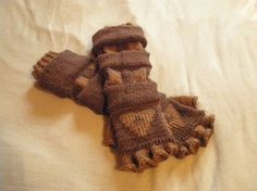 Awesome fingerless gloves made to look like Link's gauntlets from the Zelda games.