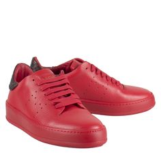 Mason Garments Omar 15B rood leer sneaker  Heren sneakers van het lifestyle label Mason Garments model Mason Garments Omar 15B rood. De exclusieve sneakers zijn vervaardigd van hoogwaardig leer. De rode Mason Garments sneakers hebben een reptiel print als detail op de hiel. De zool is ook volledig rood gekleurd. Dit maakt de Mason Garments sneakers een echte eyecatcher. De Mason Garments sneakers zijn zeer exclusief en alleen de beste leersoorten worden gebruikt bij het vervaardigen van de…