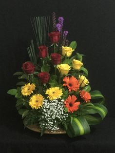 Keep your flower stems long, because you'll only must trim, and make a loose arrangement with a couple varieties Large Flower Arrangements, Flower Arrangement Designs, Ikebana Flower Arrangement, Funeral Flower Arrangements, Altar Flowers, Church Flowers, Funeral Flowers, Simple Flowers, Beautiful Flowers
