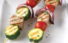 How to make Tuna, tomato, and zucchini skewers recipe - Brochettes de thon, tomate et courgettes recette Special equipment Healthy Family Meals, Healthy Snacks, Healthy Recipes, How To Make Tuna, Skewer Recipes, Breakfast Dessert, Dog Eating, Holiday Desserts, Skewers