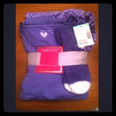Super soft fuzzy pajama set Make An Offer! 😊 This set comes with a long sleeve shirt, pants with an elastic waist, and socks brand-new with tags Laura Scott Intimates & Sleepwear Pajamas
