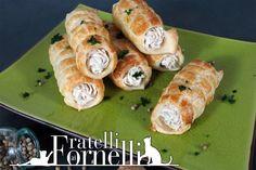 Ricetta Cannoli alla mousse di tonno - Iniziamo con il primo piatto per il pranzo di #natale, un #antipasto finger food: fragranti cannoli di pasta sfoglia ripieni di una delicata mousse di #philadelphia e #tonno :).