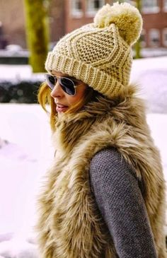 45 Chunky Fur Vest Outfits Ideas to try this Winter - Fashion Enzyme Fall Winter Outfits, Winter Wear, Autumn Winter Fashion, Winter Clothes, Summer Outfits, Winter Dresses, Summer Clothes, Comfy Clothes, Looks Chic