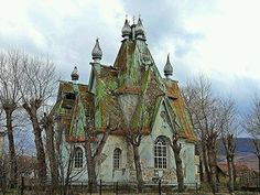 what a neat house- abandoned looks Russian