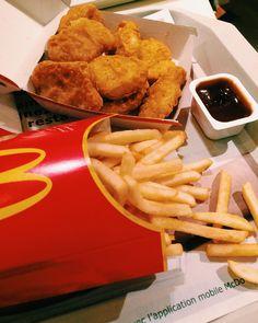 Le premier McDo de l'année on a hésité à mettre une bougie sur les nuggets.. Sauce barbecue & chinoise et vous ?