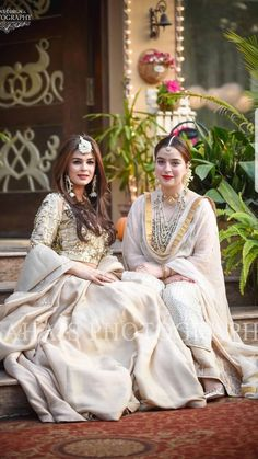 Indian Bridal Wear & Wedding Dresses online Ideas, Images, Photos online on Happy Shappy. You can save the beautiful collection on your dream board. Pakistani Wedding Outfits, Pakistani Dresses, Indian Dresses, Indian Outfits, Nikkah Dress, Bridal Mehndi Dresses, Bridal Lehenga, Look Short, Indian Attire