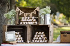 honey wedding favors in old wood crates, burlap favors banner ©Grace Hill Photography