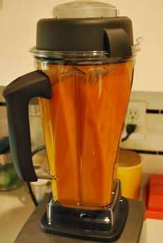 New Toys: Vitamix Tomato Soup - Recipes to Cook - Nutribullet Vitamix Tomato Soup, Vitamix Soup Recipes, Vegan Tomato Soup, Tomato Soup Recipes, Nutribullet Recipes, Blender Recipes, Vegan Soups, Tomato Tomato, Veggie Recipes
