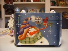 Renee Mullins Design I painted on a wooden purse. Christmas Signs, Rustic Christmas, Christmas Art, Tole Decorative Paintings, Tole Painting Patterns, Pintura Country, Snowmen Pictures, Christmas Pictures, Winter Painting