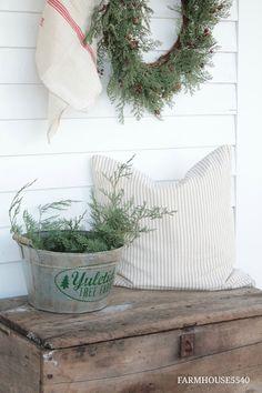 FARMHOUSE 5540: Christmas Porch