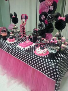 Mimichee 's Birthday / Mickey Mouse / Minnie Mouse - Its A Minnie Party! at Catch My Party Minnie Mouse Party, Minnie Mouse 1st Birthday, Minnie Mouse Baby Shower, Mickey Party, Minnie Mouse Cake Decorations, 2nd Birthday Parties, Baby Birthday, Birthday Ideas, Birthday Table