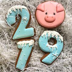 2019 Happy New Year Cookies to Celebrate with Families; New Year's Eve Cookies; Happy New Year; Gingerbread Christmas Tree, Noel Christmas, Simple Christmas, Christmas Crafts, Iced Cookies, Cute Cookies, Cookies Et Biscuits, Pig Cookies, Santa Cookies