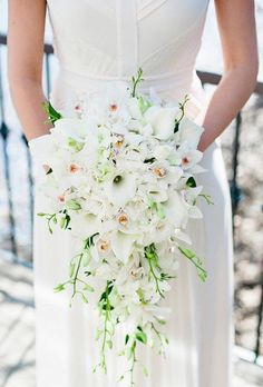 Single bloom wedding bouquets look stylish and marvelous too. Be little more bold and take a single flower with you! Take a look! Rose Wedding Bouquet, White Wedding Bouquets, Bride Bouquets, Bridesmaid Bouquet, Wedding Flowers, Wedding Day, Wedding Dresses, White Weddings, Wedding Decor