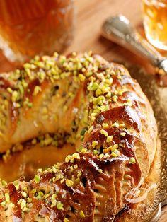 Il Buccellato siciliano, in dialetto cucciddatu, è un dolce tradizionale dell'isola, diffuso in tutta la Sicilia, e consumato durante le Feste natalizie. #buccellato