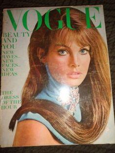 Vintage-Vogue-1967-Marisa-Berenson-Samantha-Jones-Jean-Shrimpton-Lauren-Hutton