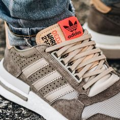 Sneakers Mode, Brown Sneakers, Best Sneakers, Sneakers Fashion, Fashion Shoes, Adidas Sneakers, Shoes Addidas, Fashion Fashion, Adidas Zx