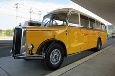 The specialty of this classic car postbus is the starter. The vehicle is started using a Nova starter with compressed air PSI). Post Bus, Compressed Air, Motorhome, Chevy, Transportation, Classic Cars, Poster, July 24, Vehicles