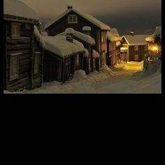 Little wooden village in Norway: Roros, in a winter night. The modern-day inhabitants of Røros still work and live in the characteristic and century buildings which have led to its designation as a UNESCO World Heritage Site in Winter Szenen, Winter Night, Winter Time, Norway Winter, Snow Night, Snow Days, Winter Walk, Lofoten, Beautiful Norway