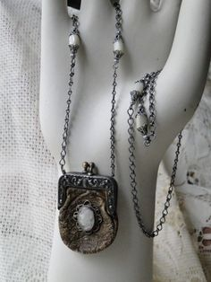 Vintage Jewelry Repurposed Repurposed Antique Leather Coin Purse and Mother of Pearl Cameo Necklace - Jewelry Crafts, Jewelry Art, Jewelry Design, Vintage Earrings, Vintage Jewelry, Found Object Jewelry, Mixed Media Jewelry, Jewelry Making Tools, Beaded Purses