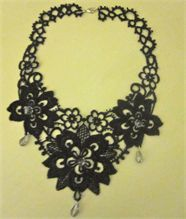Venise lace & tatted necklace