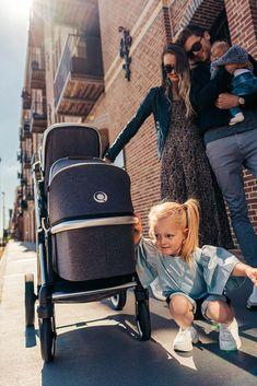 DuetPro von QTUS lässt sichvon einem Einzelkinderwagen zu einem Doppelkinderwagen: Zwillingskinderwagen oder Geschisterwagen umbauen. Durch die kompakten Maße gestaltet sich die Ausfahrt sehr komfortabel, durch seine Wendigkeit können auch enge Passagen problemlos gemeistert werden. Im zusammengeklappten Zustand ist er zudem äußerst kompakt und findet leicht im Auto oder im Wohnraum Platz. Baby Strollers, Children, How To Wear, Second Child, Twins, Kids Wagon, Baby Prams, Young Children, Boys