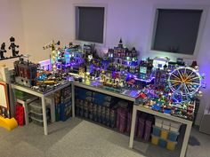 How do you display your modular building collection? - Page 8 - LEGO Town - Eurobricks Forums Lego Display Shelf, Steampunk Lego, Lego Dragon, Construction Lego, Lego Bedroom, Lego Pictures, Amazing Lego Creations, Lego Table, Lego Trains
