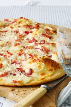 Discover recipes, home ideas, style inspiration and other ideas to try. Pizza Recipes, Vegetarian Recipes, Sauce Pizza, Food Items, Food Presentation, Quiche, Food And Drink, Yummy Food, Stuffed Peppers