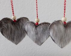 Christmas hearts made from genuine Greenland seal fur. Bead Crafts, Arts And Crafts, Valentine Crafts, Valentines, Skin Craft, Christmas Decorations, Christmas Ornaments, Xmas, Heart Diy