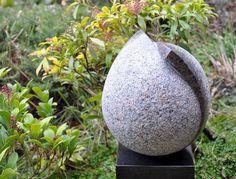 Karin is bekend door haar beeldhouwwerk in steen. Haar sculpturen refereren aan geometrische vormen, maar krijgen door hun bewerking een poëtische uitstraling. Een mengeling van elegantie en...