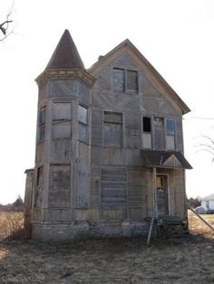 """""""Beautiful Old House Abandoned"""" - [located on County Route 72 - Henderson, Jefferson County, New York]~[Photograph by marcnorthernny (Marc) - March - Architecture Old Abandoned Buildings, Abandoned Mansions, Old Buildings, Abandoned Places, Creepy Houses, Haunted Houses, Haunted Dollhouse, Beautiful Ruins, Old Farm Houses"""