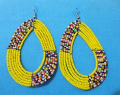Theres always something unique and beautiful about the Maasai jewelry. These colorful Masai earrings can be worn by anyone. Their radiant colors make your face stand out, look more friendly and irrespective of how dull your outfit is, these earrings will absolutely transform your look and make you look more stylish. These colorful Maasai earrings have been made from highly durable, strong and aesthetic Maasai beads and are commonly worn by the Masai. They have however gained lots of…