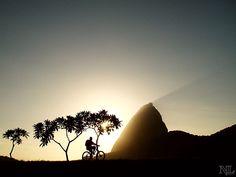 Madrugada no Aterro do Flamengo.