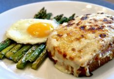 This traditional Croque Monsieur recipe makes a basic French, hot ham and cheese sandwich. This is the original, early version. This traditional Croque Monsieur recipe makes a basic French hot ham and cheese sandwich. This is the original, early version. Grilled Cheese Recipes, Sandwich Recipes, Croque Mr, Croque Madam, Bechamel Sauce, Salsa Bechamel, French Bistro, Ham And Cheese, Salads