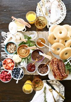 Host the Ultimate Bagel Bar Brunch with these ideas, tips, and images to inspire you. I've even provided a printable checklist for you to print out and shop with. I love brunch entertaining and this Bagel Bar, Mini Bagel, Breakfast Bagel, Breakfast Buffet, Sandwich Bar, Roast Beef Sandwich, Brunch Bar, Brunch Table, Sunday Brunch