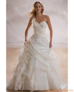 Robe avec bretelle unique décorée de broderies belle robe de mariage