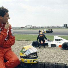 Ayrton Senna durante o GP da Inglaterra de 1989. Ayrton Senna rodou ainda na 11a volta por um problema no cambio, quando era líder, e abandonou o Grande Prêmio. A vitória, novamente, ficou com o francês Alain Prost sem grandes transtornos, bem ao seu estilo. 🇬🇧💨💨💨💨💨💨💨💨💨💨💨💨💨 Ayrton Senna during the 1989 British GP. Ayrton Senna spun on lap 11 due to a gear selection problem, while in the lead, and had to retire from the Grand Prix race. Victory, once again, went to Alain Prost…