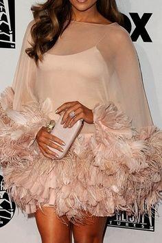 a pretty Marchesa feather mini dress Beauty And Fashion, Look Fashion, Passion For Fashion, High Fashion, Womens Fashion, Estilo Lolita, Looks Style, Marchesa, Mode Style