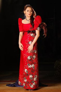 A traditional Filipino dress is long, similar to a traditional Islamic dress. However, these Filipino dresses have high shoulders and short sleeves. Islamic dresses are long sleeved and usually have a head piece to wear with it. Filipiniana Wedding, Filipiniana Dress, Filipino Fashion, Asian Fashion, Philippines Outfit, Thinking Day, Traditional Dresses, Modern Traditional, Evening Dresses