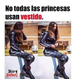 Biker Love, Biker Girl, Motocross Girls, Motorcycle Girls, Hot Bikes, Valentino Rossi, Girl Power, Yamaha, Leather Pants