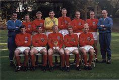 England 1966 World cup team England Football Players, England National Football Team, National Football Teams, Bobby Charlton, Jack Charlton, Retro Football, Football Fever, School Football, Vintage Football