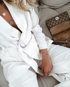 2de26fb78c661 How to master the all white look like 🕊The Millie blazer is now on our wish  list💭💌 Link in bio for full look!