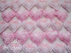 Mini sache coração rosa. Confeccionado como lembrancinha de maternidade.