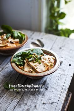 Soupe Thaï au lait de coco, shiitake et tofu ~ coconut milk Thai soup with shiitake & tofu Tofu Recipes, Asian Recipes, Healthy Recipes, Dessert Bread, Recipe Images, Nutritious Meals, Food Photography, Yummy Food, Dishes
