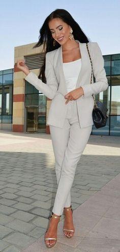 Grey suit @laurabadura
