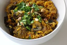 Vegetarian Mains: Mushroom Pilaf: This turmeric-spiced mushroom pilaf is made from a generous dose of turmeric to a brown rice and mushroom mixture. The result is a mildly spicy, satisfying one-pot meal, perfect for vegetarian guests. Lunch Recipes, Vegetarian Recipes, Cooking Recipes, Healthy Recipes, Healthy Dinners, Healthy Lunches, Lunch Meals, Fast Recipes, Yummy Recipes