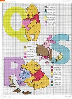Projecto Cross Stich: Winnie The Pooh Cross Stitch Alphabet Patterns, Disney Cross Stitch Patterns, Cross Stitch Letters, Cross Stitch For Kids, Cross Stitch Boards, Cross Stitch Baby, Cross Stitch Designs, Disney Stitch, Cross Stitching