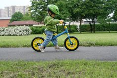 Comprehensive guide to the best balance bikes for 2015, including balance bike reviews, safety and training tutorials.