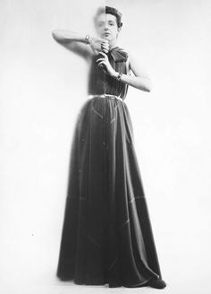 (Fashion designer) Claire McCardell (in her 'futuristic' dress of her own design, cut only of triangles) photographed by Erwin Blumenfeld - 1945 Claire Mccardell, Peter Lindbergh, Richard Avedon, Nude Photography, Fashion Photography, Inspiring Photography, Vintage Photography, Berlin, Pose