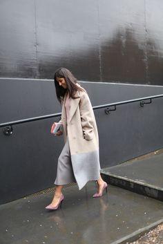 womensweardaily: They Are Wearing: London Fashion Week Photo by Kuba Dabrowski Look Fashion, Daily Fashion, Fashion News, Winter Fashion, Street Fashion, London Fashion Weeks, Casual Street Style, Street Chic, London Stil